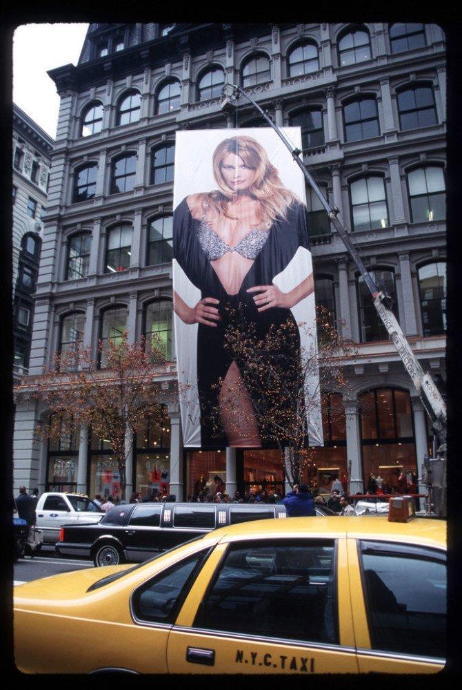 Постер Victoria's Secret