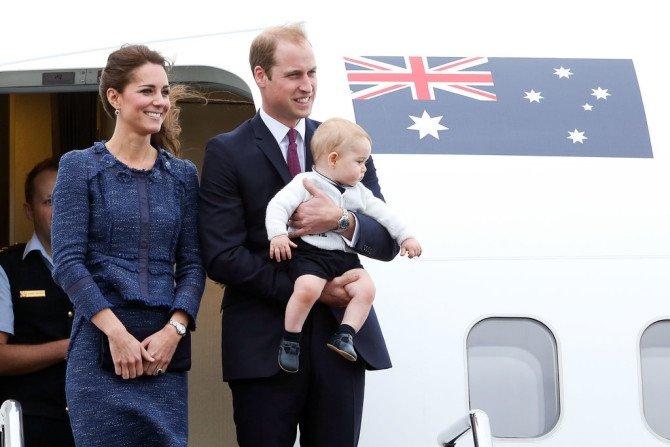 Королевская семьяу самолёта