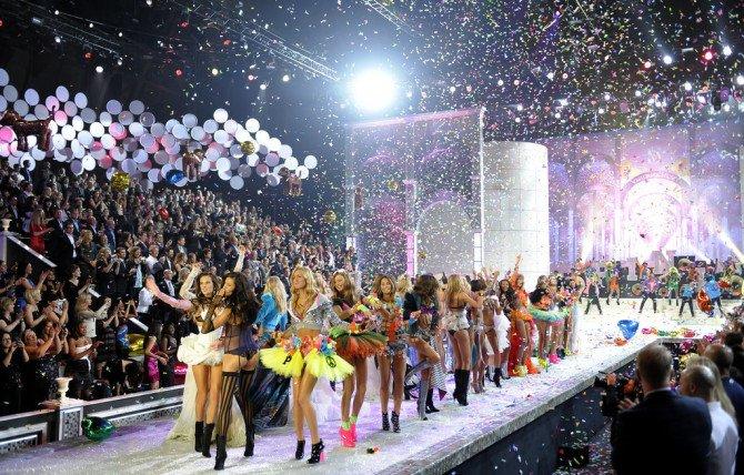 шоу Victoria's Secret в 2011