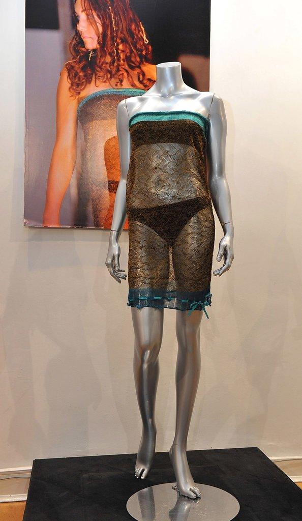 Полупрозрачное платье от Шарлотты Тодд