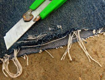 Как красиво порезать джинсы: мастер-класс по созданию стильной одежды