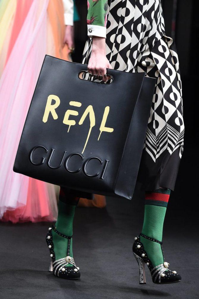 Образот Gucci с сумкой-шоппером