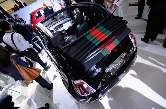 Автомобиль с символикой Gucci