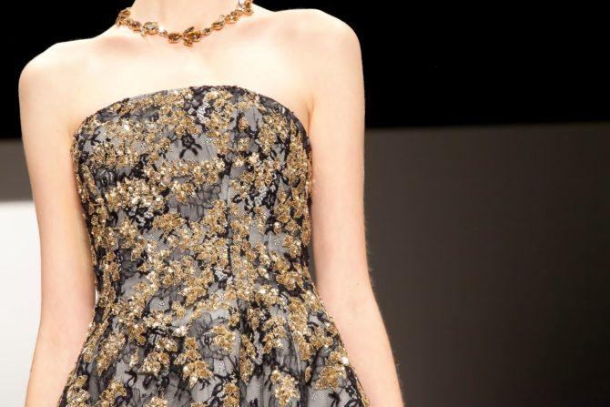 Платье от Oscar de la Rentaс золотистой отделкой