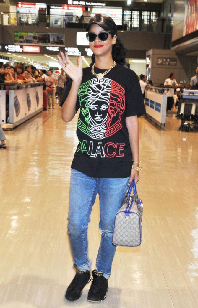 Рианна в футболке от Palace