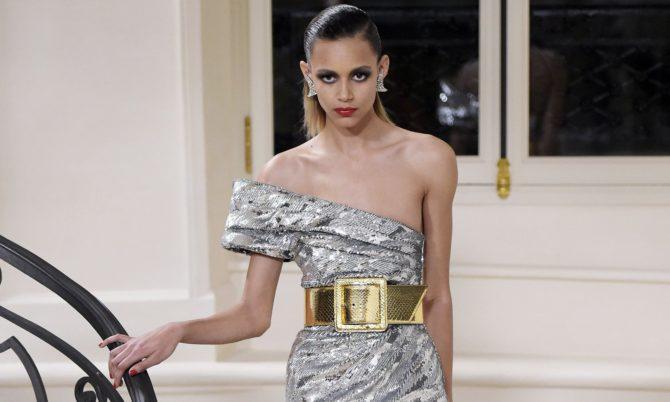 Модель в платье отSaint Laurent