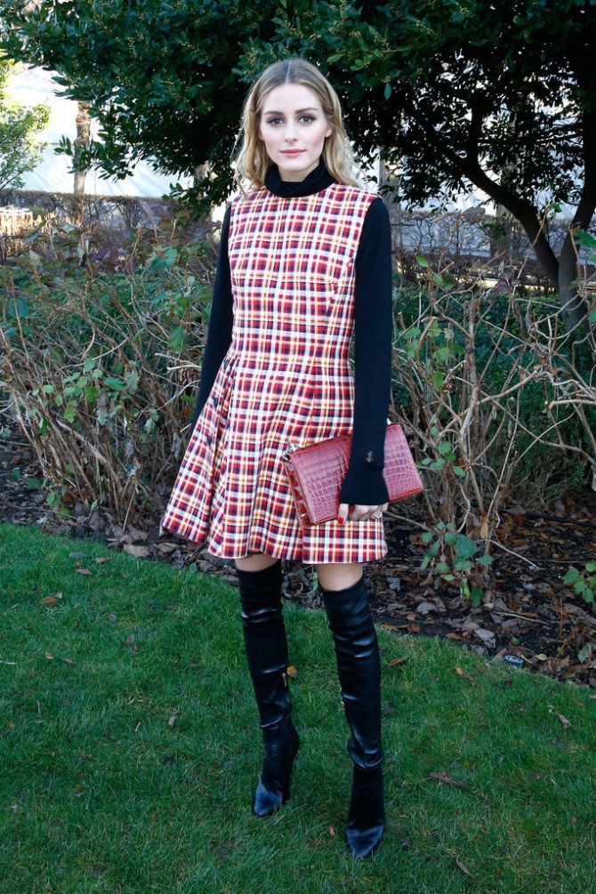 Оливия Палермо в платье и высоких сапогах